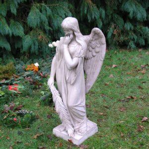Engel i beton restaureret af stukkatør Jacobsen-Friis