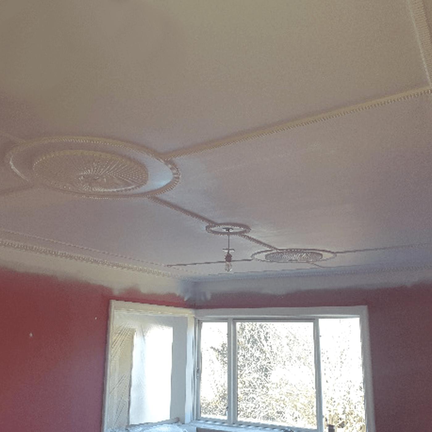 Efter en uge var stukloftet restaureret og malet